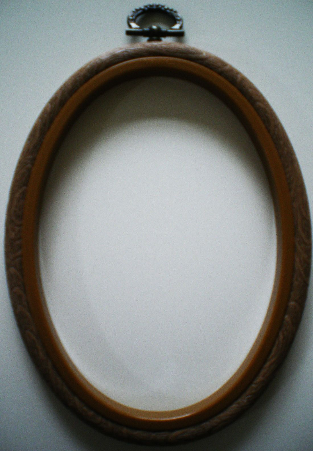 2.5 x 3.5 OVAL Woodgrain Effect Flexi Hoop Embroidery Cross Stitch Frame